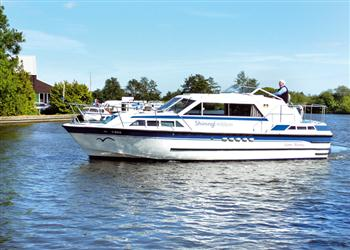 Boating holidays on Shining Emblem (BH1729) from Ferry Marina, Norwich
