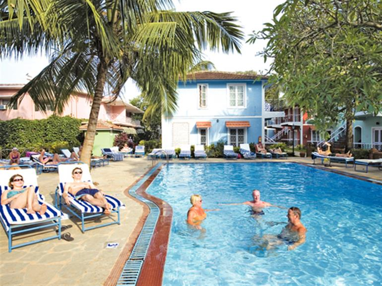 Swimming pool at aldeia santa rita candolim goa for Resorts in goa with private swimming pool