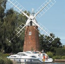 Norfolk Broads cruiser boat hire - short break, weekends and holidays
