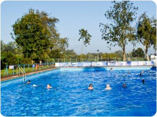 Enjoy a swim with the family at beccles lido in suffolk - Cheddar gorge hotels with swimming pools ...