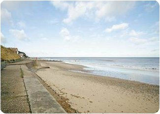 Enjoy the beach during your holiday at<br />Beach Retreat in Mundesley