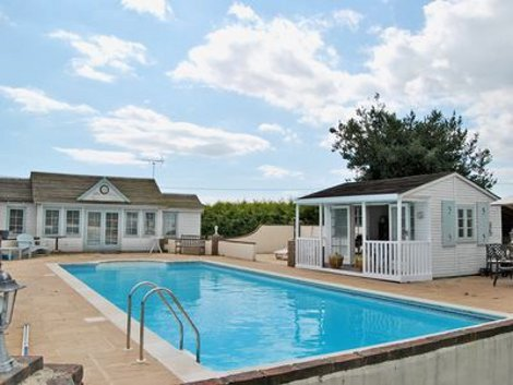 Colts close cottage near wool in dorset is a thatched - Dorset holiday cottages with swimming pool ...