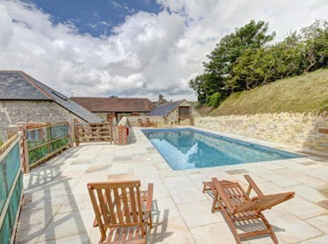 Durdle door holiday cottages near west lulworth in dorset - Holidays in dorset with swimming pool ...