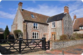 Flaxmans Farmhouse In Roughton Norfolk Is A Large Holiday