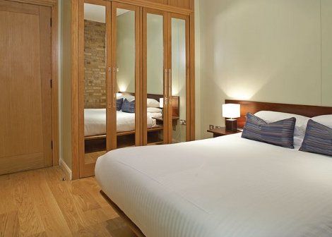 A bedroom at Maltings Residence London Tower Bridge Apartments