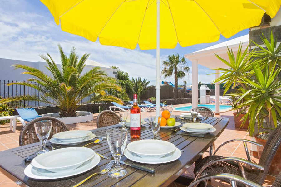 Casa Picon has a private pool, sun loungers and outside dining