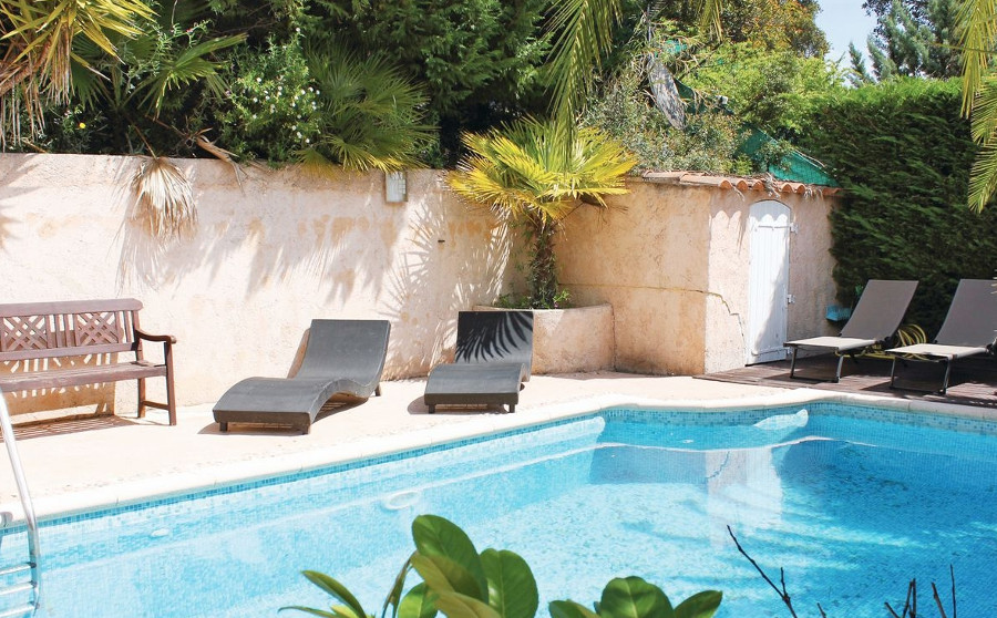 Cool down in the swimming pool at Hill Top House in Frejus