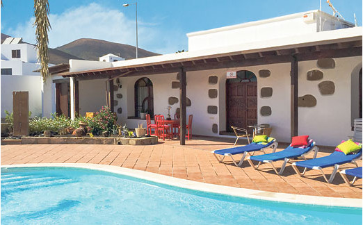 The pool and garden at Villa Lidia on Lanzarote