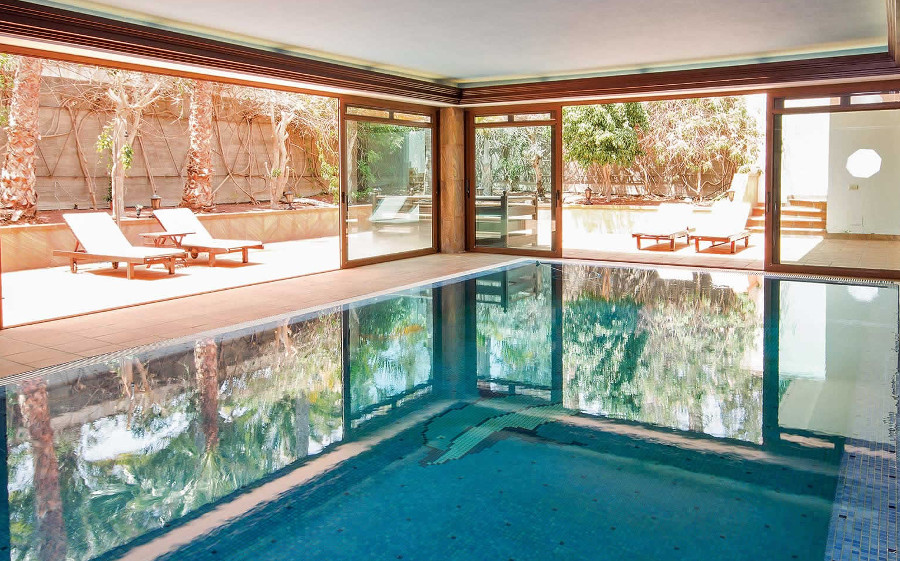 Villa Palmeras has in indoor pool, hot tub and sauna